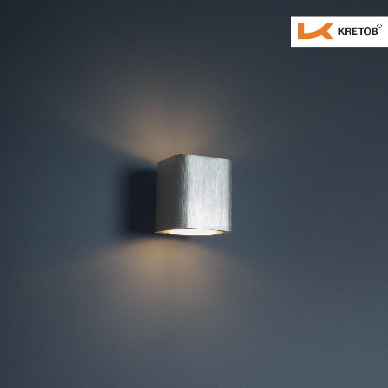 Bild der LED Wandleuchte Aroa Silber beleuchtet